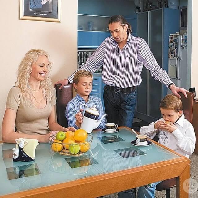 Руслан и Елена Нигматуллины с детьми