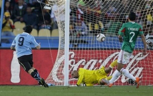 Мексика - Уругвай: гол Суареса