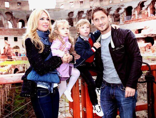 Франческо Тотти с женой и детьми