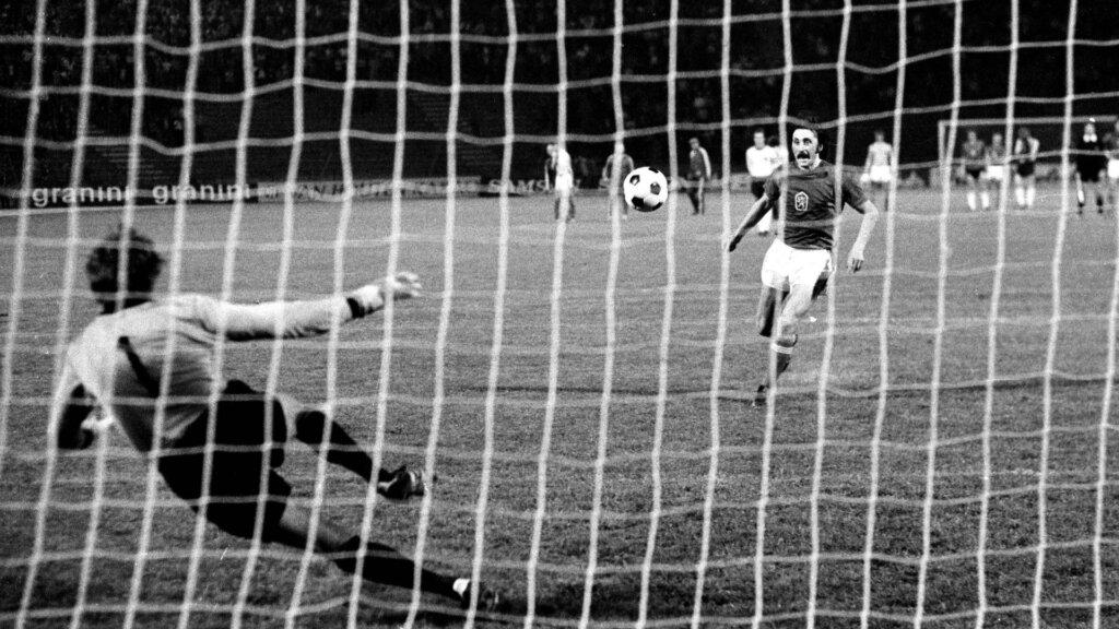 Первая серия пенальти в истории чемпионатов Европы