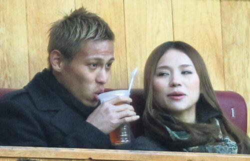 Кейсуке Хонда с женой