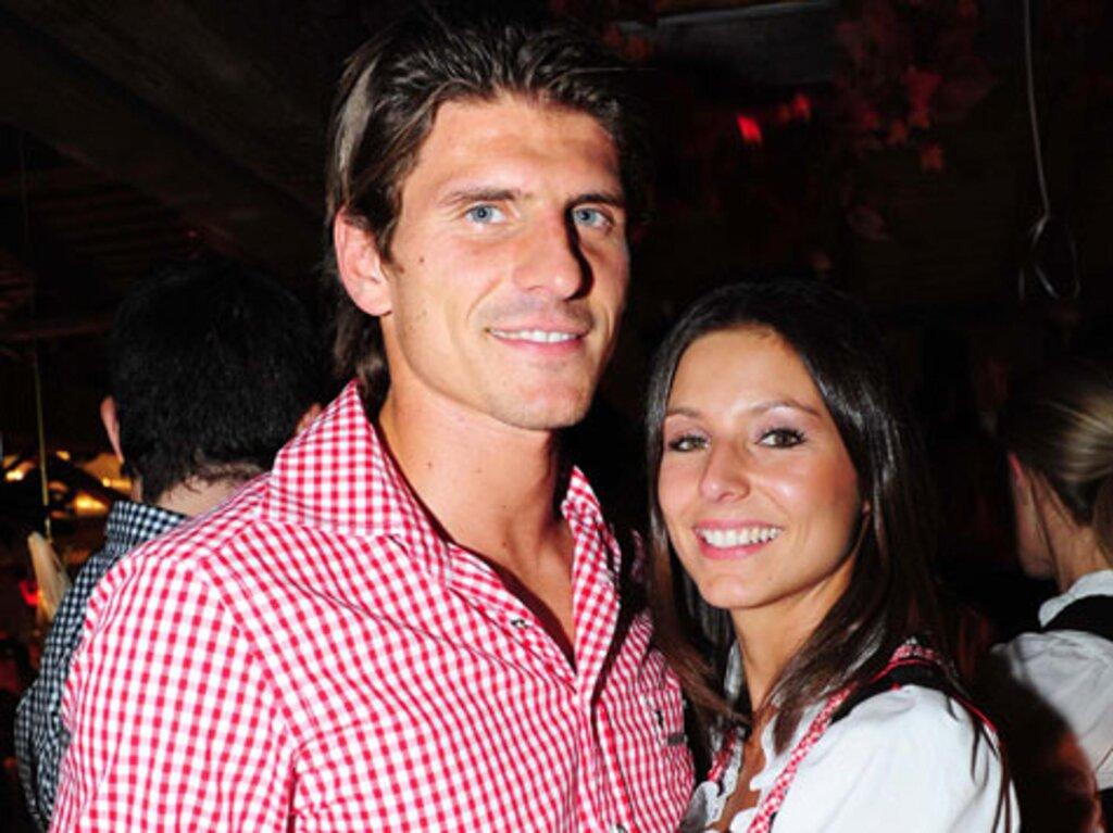 Марио Гомес с женой