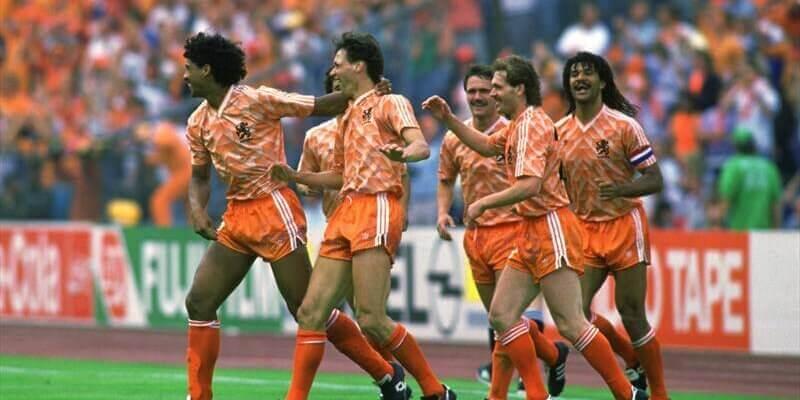 Лучшие матчи сборной Голландии на чемпионатах Европы