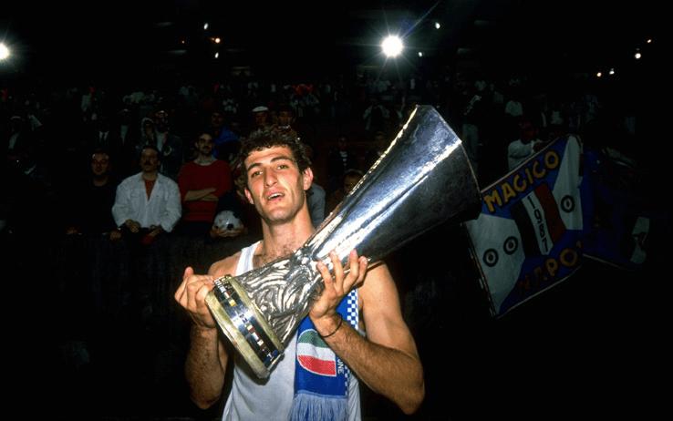 Обладатель Кубка УЕФА Чиро Феррара