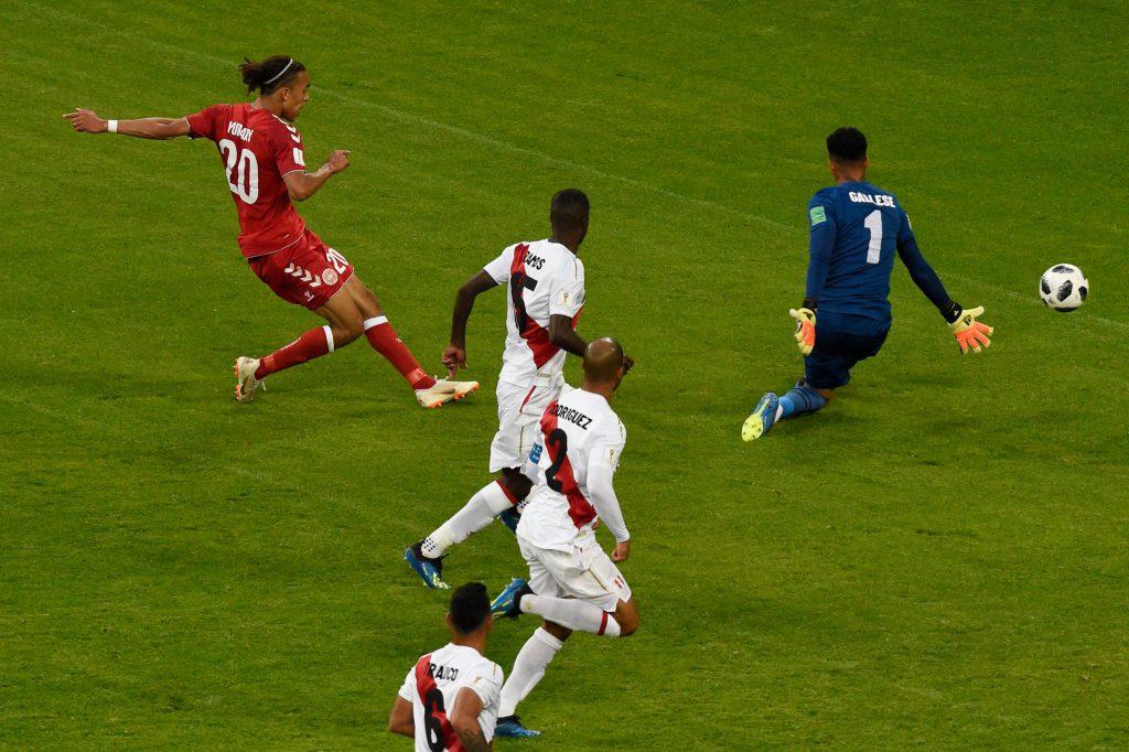 Дания - Перу: гол Поульсена