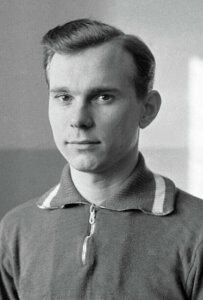Валентин Иванов в молодости
