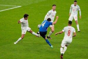 Италия - Испания: гол Кьезы
