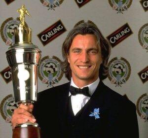 Лучший футболиста АПЛ сезона 1998-1999 Давид Жинола